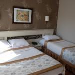 romance_hotel_triple_room_01