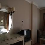 romance_hotel_triple_room_02